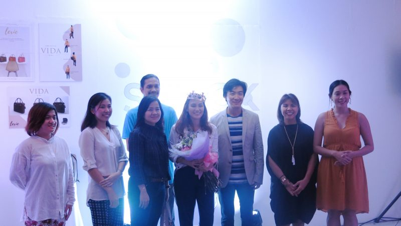 Ivy Li (center) is awarded Best Thesis by DLS-CSB Industrial Design professors and Senior Industry Fellow Kenneth Cobonpue during Speck's exhibit opening