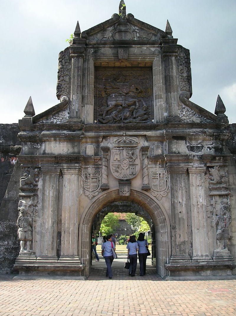 800px-Fort_Santiago_Gate